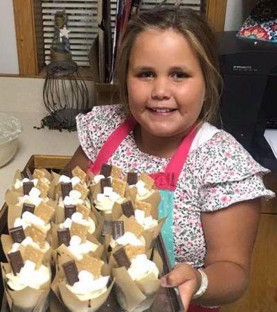 Menina de 9 anos vende cupcakes para comprar comida para pessoas em situação de rua