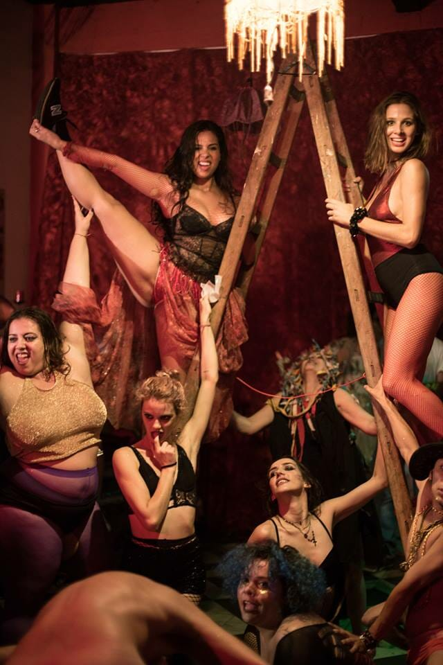 Cabaret Tá na Rua faz mais uma apresentação burlesca na Lapa