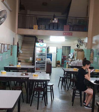 Após ganhar estrela Michelin, restaurante de rua se torna ponto turístico em Bangkok