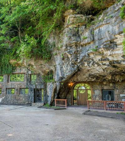 O interior desta casa na caverna é ainda mais incrível que o exterior; e ela está à venda