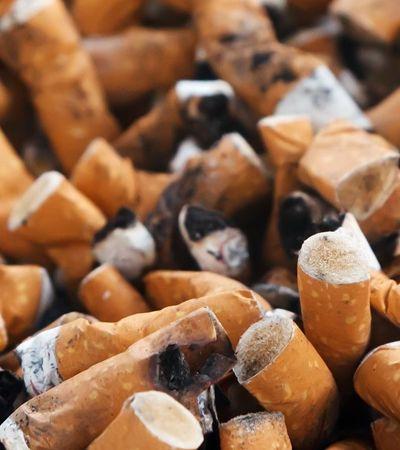 Cigarro ganha do plástico e é o maior responsável por poluição dos oceanos