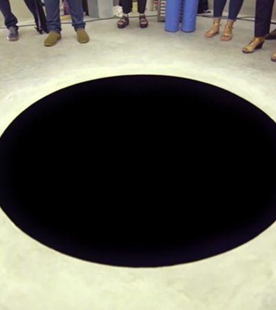 Italiano confunde buraco com pintura e cai em fosso de museu português