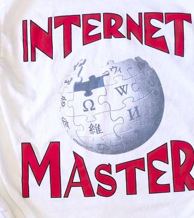 As pessoas estão pagando R$ 300 por camiseta com estampa da Wikipédia