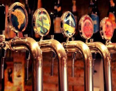 12 dicas nada óbvias de bares para tomar uma boa cerveja artesanal em SP
