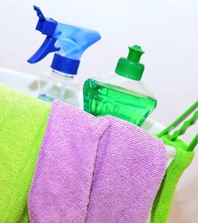 Limpar a casa faz tão mal para mulheres quanto fumar 20 cigarros por dia, aponta estudo