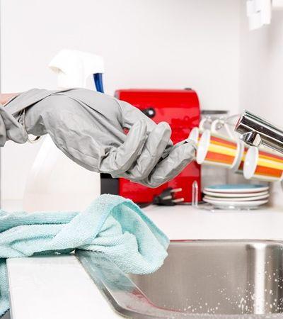 Se trabalho doméstico fosse remunerado, mulheres ganhariam mais que homens, aponta estudo