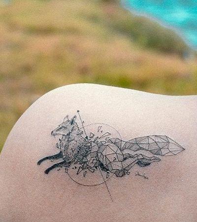 Ilustrador famoso na internet por desenhos geométricos lança tattoos temporárias vendidas online