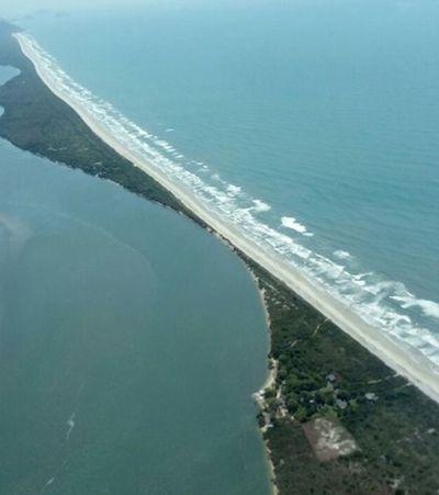 Erosão provoca avanço do mar e reduz território de São Paulo