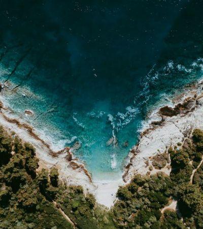 O mediterrâneo e seus incríveis tons de azul vistos de cima