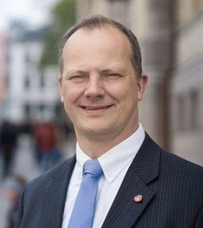 Ministro norueguês pediu demissão do cargo para apoiar carreira da mulher