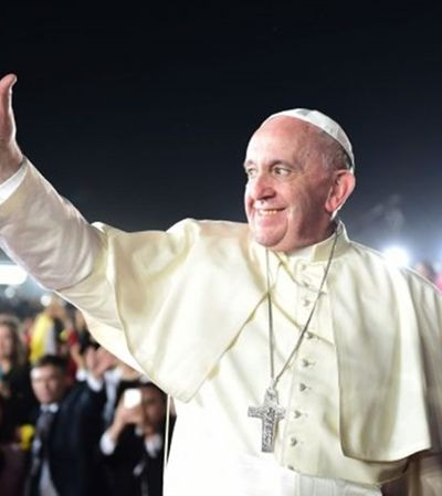 Ex-diplomata do Vaticano acusa Papa Francisco de esconder assédios de 2013