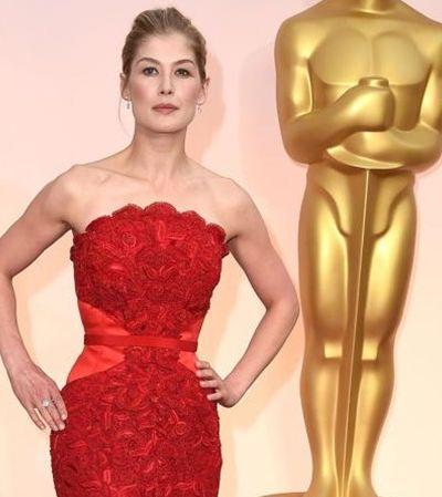 Rosamund Pike disse ter se negado a tirar a roupa durante teste para filme