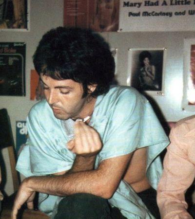 O dia em que Paul McCartney fumou o baseado mais forte de sua vida com Fela Kuti na Nigéria