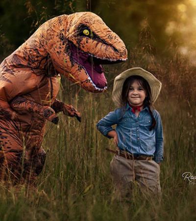 Seu filho autista não gostava de tirar fotos até que se fantasiou de T-Rex
