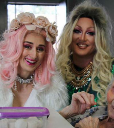 Drag queens se mudam para asilo para alegrar a vida dos idosos