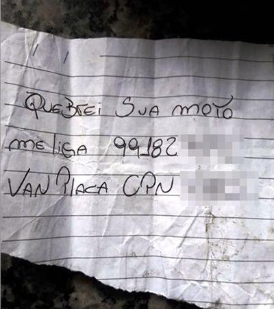 Após destruir moto em SP, motorista deixa bilhete e viraliza: 'Me liga'