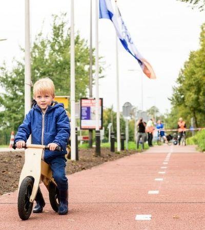 Primeira ciclovia feita de plástico reciclado do mundo é inaugurada