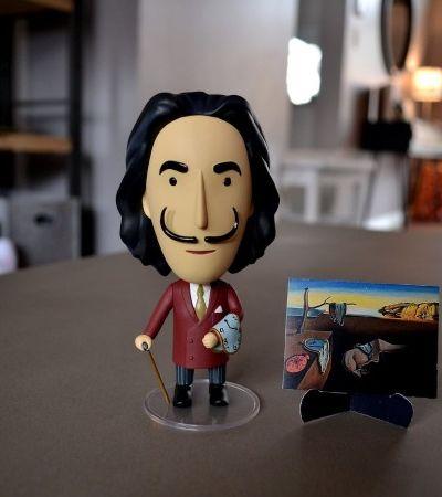 Após Van Gogh, Frida Kahlo e Monet, Salvador Dali ganha boneco. E com vários bigodes