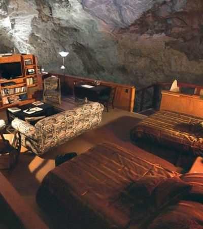 Por dentro do surreal universo dos hotéis subterrâneos