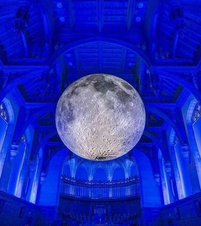 Museu da Lua: Artista cria réplica gigante e perfeita da Lua que vai rodar o mundo