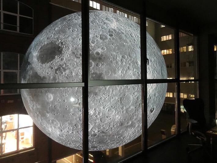 Museu da Lua: Artista cria réplica gigante e perfeita da Lua que vai rodar  o mundo | Hypeness – Inovação e criatividade para todos.