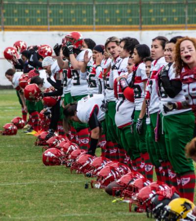 As dores e as delícias de ser uma mina que joga futebol americano no Brasil