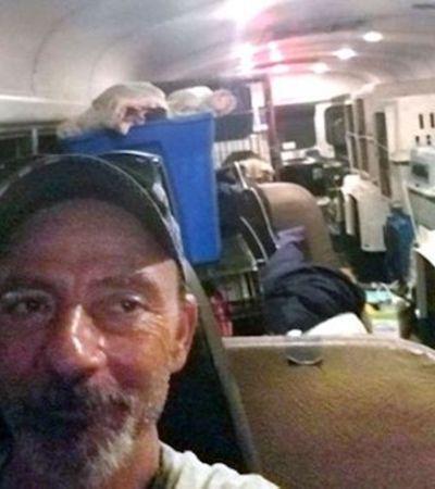 Ele comprou um ônibus para resgatar animais em furacões e já salvou 64 durante o Florence