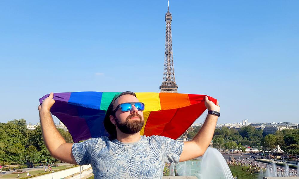 """Militei toda"" em frente à Torre Eiffel - Foto: Rafael Leick / Viaja Bi!"