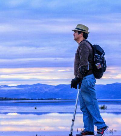 Ele viajou de muleta por 122 países e garante que a maior dificuldade foi o idioma