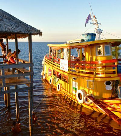 Bauducco na Amazônia: a magia do Natal e o encanto do cinema chegam de barco