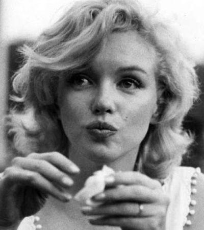 Fotos íntimas de Marilyn Monroe comendo hot dog na rua em 1957
