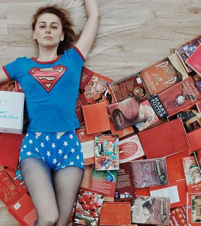 Essa usuária do Instagram transforma seus livros em cenários incríveis
