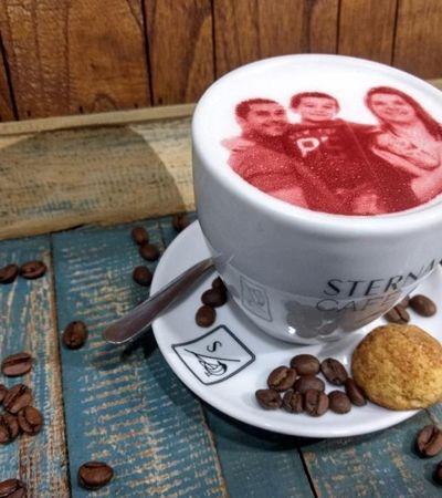Você pode imprimir sua foto num capuccino neste café paulistano