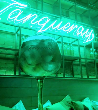 Por dentro do bar pop up de Tanqueray, que mistura gin, tônica, música e gastronomia