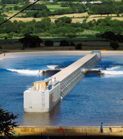 Conheça o incrível Surf Park, que produz ondas oceânicas em uma imensa piscina
