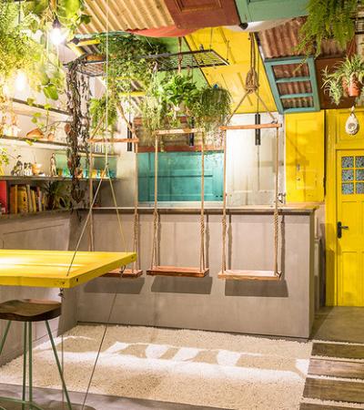 O incrível bar feito de material de demolição inspirado no Brasil, em Xangai
