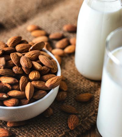 Qual a melhor alternativa ao leite de vaca para a saúde e o meio ambiente?