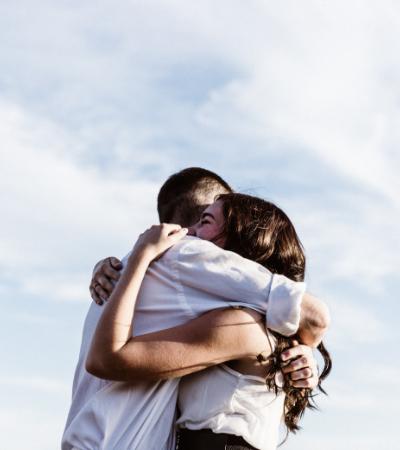 Abraços valem mais do que palavras quando estamos passando por algum conflito