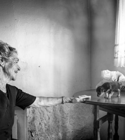 Fotógrafo retrata o isolamento de pessoas solitárias em série poética e melancólica