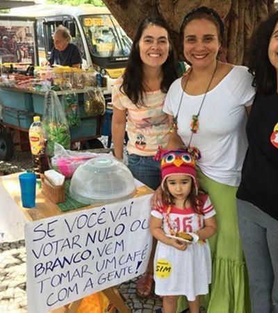 Jornalistas oferecem café e bolo para debater política sem ódio