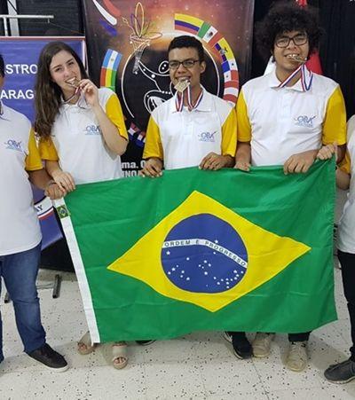 Brasil leva quatro ouros em olimpíada de astronomia e reforça importância de investimento em ciência