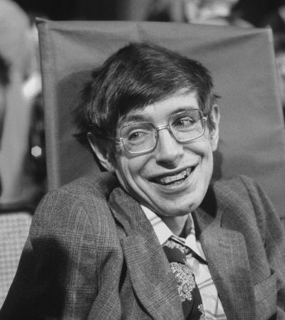 'Não existe um Deus. Ninguém comanda o universo', afirma Stephen Hawking em seu último livro