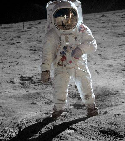 Alguém notou que as botas espaciais de Neil Armstrong não batem com pegadas na Lua