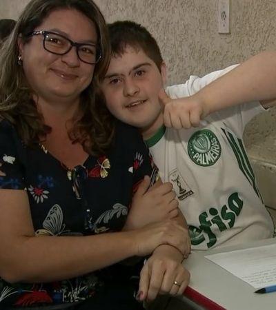 Paixão pelo Palmeiras incentivou jovem com Down a aprender a ler