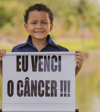 Menino de 6 anos ganha ensaio para para celebrar cura de câncer na cabeça