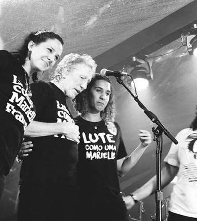 Roger Waters leva família de Marielle ao palco no Rio