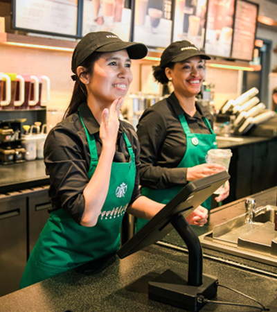 Starbucks inaugura loja totalmente adaptada para linguagem de sinais