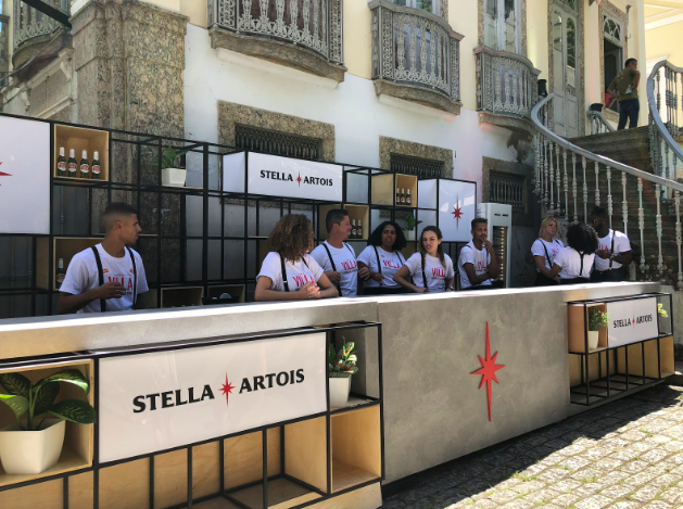 Os bares Stella Artois estavam posicionados estrategicamente em três pontos do evento