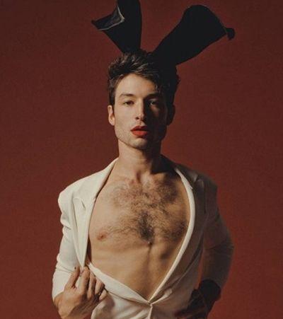 Playboy aposta em Ezra Miller na capa e estreia coelhinho gender fluid