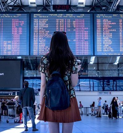 Companhias aéreas europeias são acusadas de dividir famílias em voos de propósito